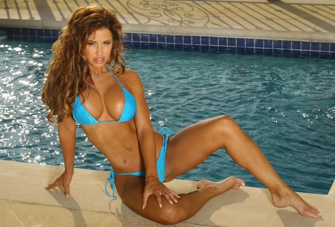Фото большая грудь в купальнике фото 347-29