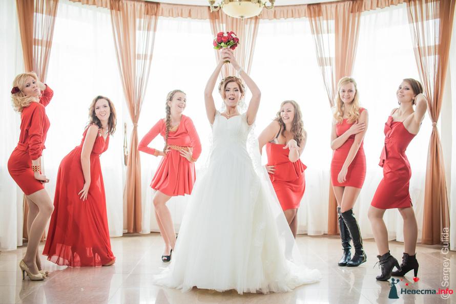 красные платье
