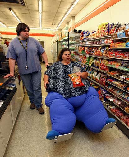 настолько толстая что не может сама передвигатся